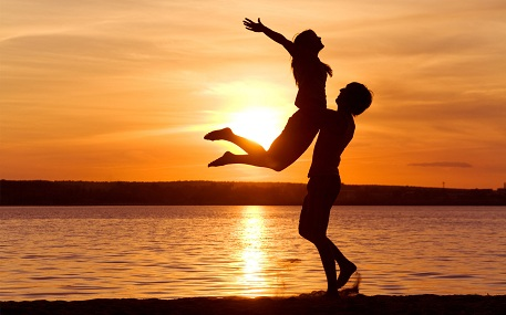 Sumber : http://youthvoices.net/sites/default/files/image/26289/jan/love-man-woman-silhouette-sun-sunset-sea-lake-beachother1_1.jpg