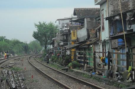 Rumah-rumah masyarakat Rel Ciroyom